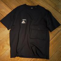 【POLER/ポーラー】SUMMIT H/W DOUBLE POCKET TEE - BLACK